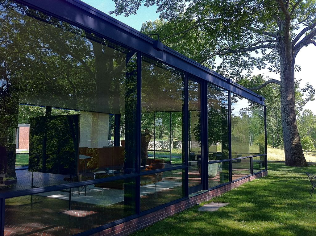 1024px-Glass_house_front.JPG