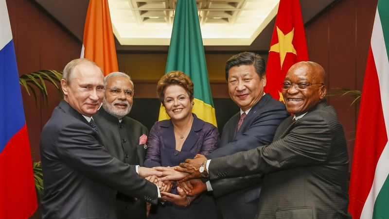 BRICS_heads_of_state_and_government_hold_hands_ahead_of_the_2014_G-20_summit_in_Brisbane,_Australia_(Agencia_Brasil).jpg