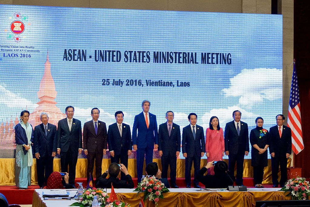 Secretary_Kerry,_ASEAN_Ministers_Pose_for_a_Family_Photo_During_U.S.-ASEAN_Meeting_in_Vientiane,_Laos_(28505830396).jpg