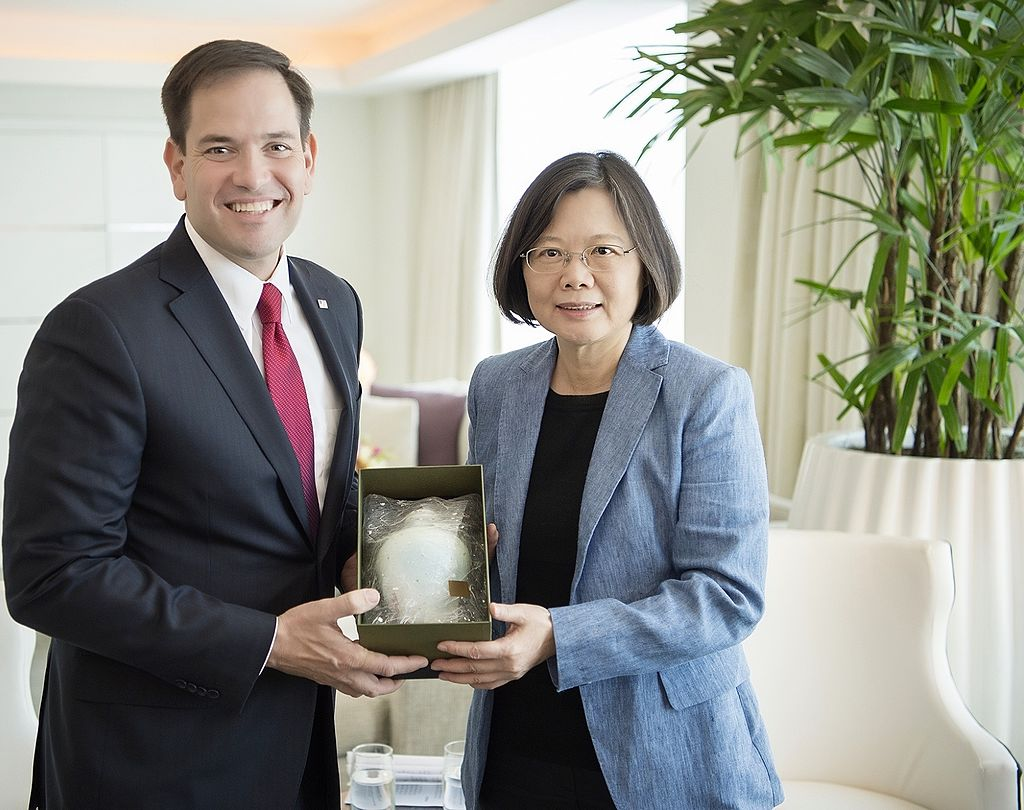 Taiwanese_President_Tsai_Ing-wen_meet_with_U.S._Senator_Marco_Rubio_in_Miami,_Florida_in_June_2016.jpg