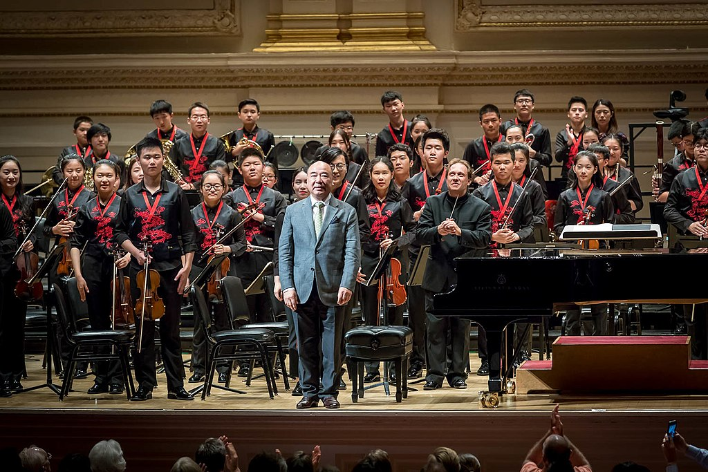 1024px-Zhou_Long_with_NYO-China_and_Ludovic_Morlot_at_Carnegie_Hall.jpg